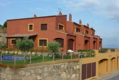 Commodious 3 bedroom townhouses with community pool in Begur, Costa Brava